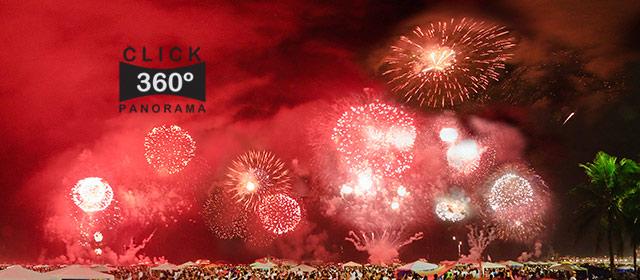 Festa do Réveillon 2009 na Praia de Copacabana, no Rio de Janeiro com 24 toneladas de fogos durante 23 minutos que iluminaram o céu da praia acima da cabeça de mais de 1.500.000 pessoas sendo que a maioriadas pessoas estavam vestidas de branco e faziam suas orações de pedidos e de graças vibrando e torcendo pra que após a passagem do ano, suas vidas e seus sonhos fossem ser melhores. Nesta foto 360 graus, pode-se perceber como o brilho das luzes dos fogos rebatiam nos prédios. Não esqueça de ligar o som do seu computador para se sentir dentro desta foto 360. A imersão fica bem maior ainda se experimentar com o botão FULLSCREEN ligado.