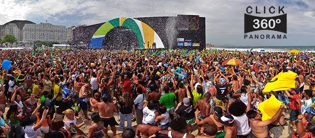 Foto 360º graus da comemoração da vitória do Rio2016 em Copacabana, Rio de Janeiro, Praia de Copacabana, 02/10/09, 02 de outubro de 2009, 20091092, 2009, 10, 02, Festa na praia, multidão, esportes, Olimpíadas de 2016, Lulu Santos, Copacabana Palace, jovens, samba, Salgueiro, carnaval, futebol, futebol de areia