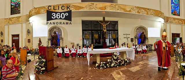Click na imagem e veja a Missa do dia 28 de outubro de 2009, na Igreja de Sao Judas Tadeu, no Cosme Velho, Rio de Janeiro, em foto 360 graus do AYRTON, especialista e pioneiro no Brasil da tecnica de fotografia panoramica imersiva e de Little Planets