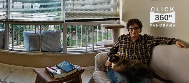 Click nesta imagem e veja o retrato da jornalista Cora Ronai em foto 360 graus do AYRTON, especialista e pioneiro no Brasil da tecnica de fotografia Panoramica Imersiva, Gigafotos e de Little Planets